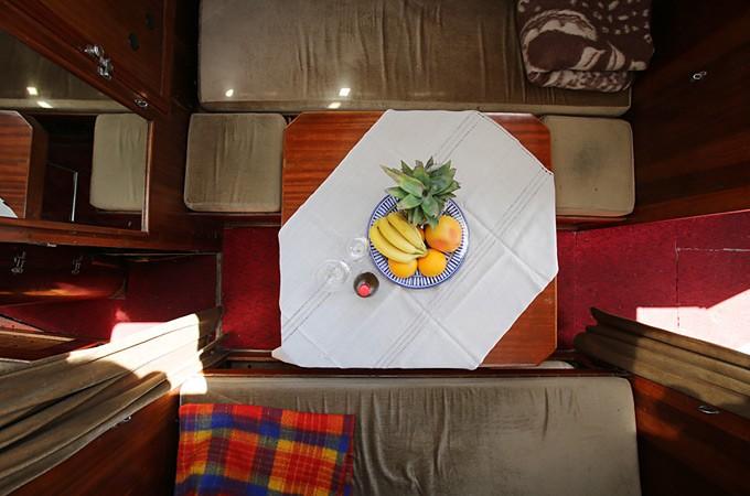 Svinību galds jahtas Turaida kajītē