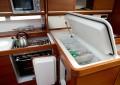 Jahtas Dufour 405 GL virtuves daļa