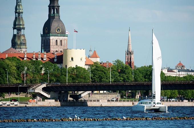 Lagoon 380 noma Rīgā
